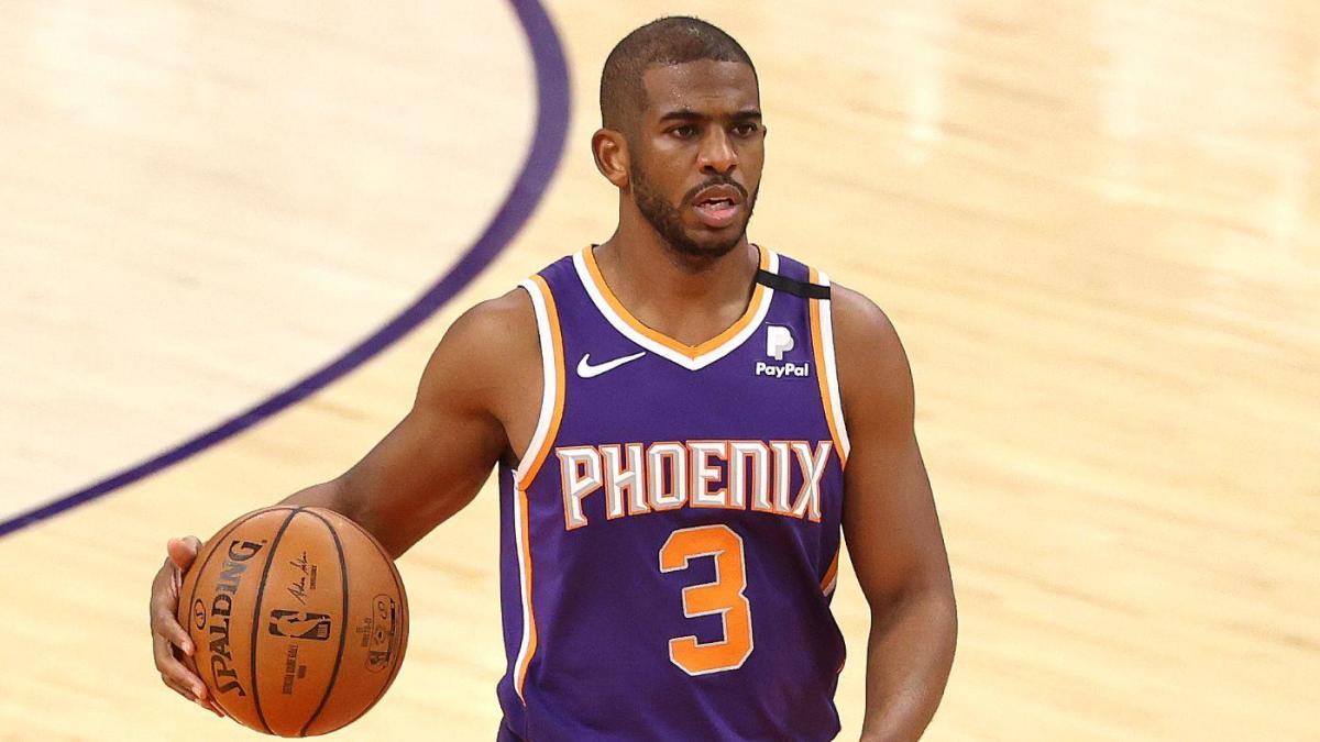 Chris Paul of Phoenix Suns on offense