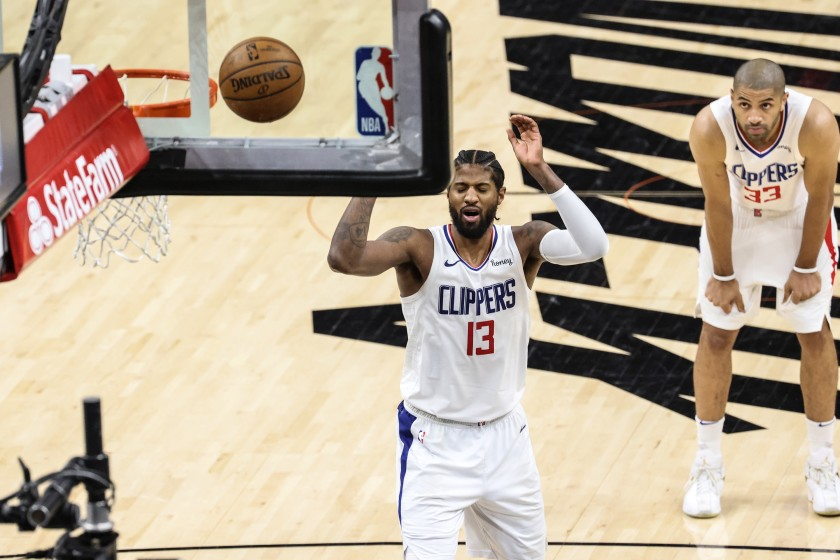 LA Clippers Paul George shooting free throw