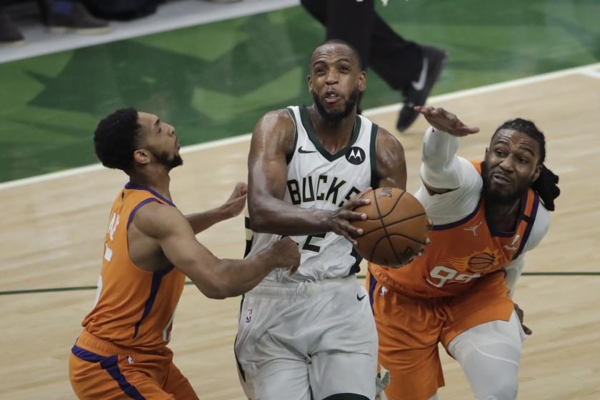 Milwaukee Bucks Khris Middleton on offense