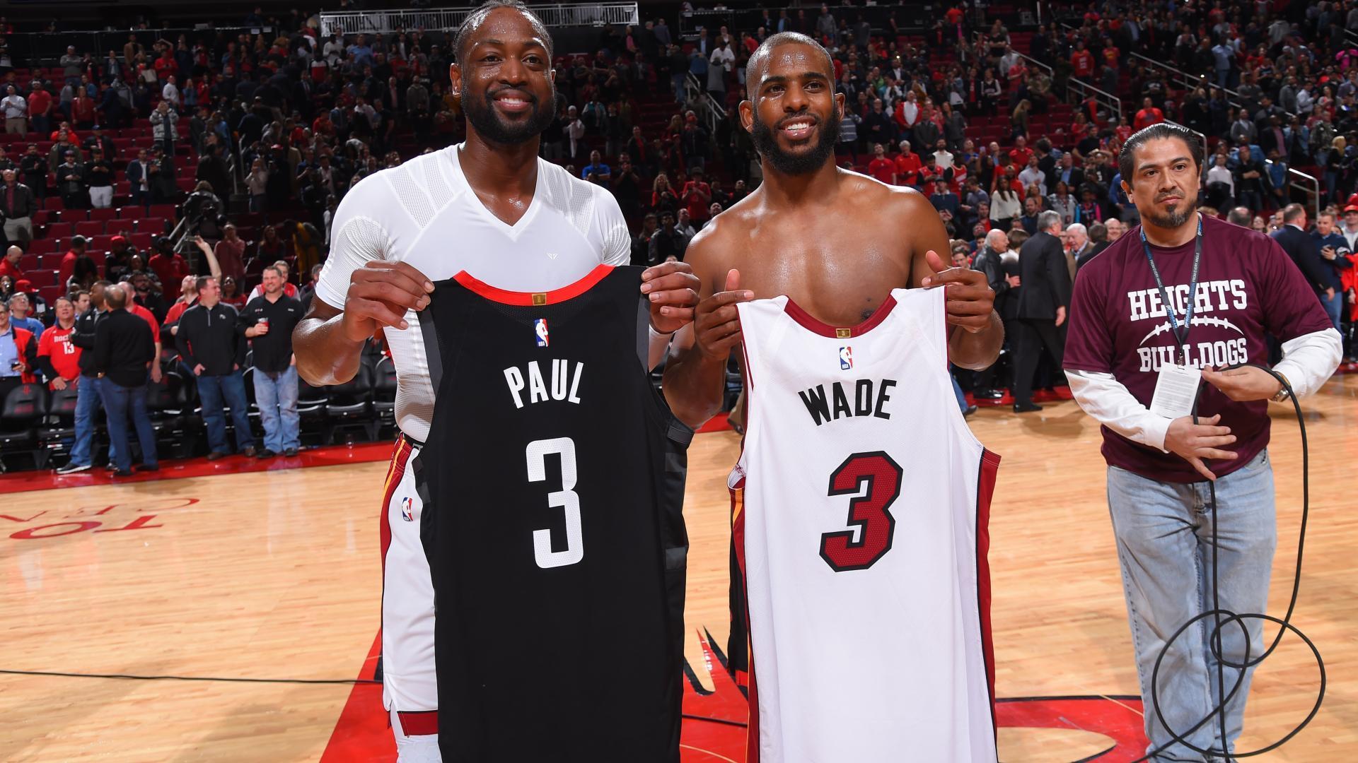 Dwayne Wade and Chris Paul swap jerseys
